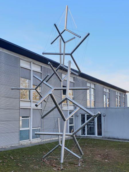 """Miguel Chevalier, """"Fractal Tensegrity"""", 2007 - acier et aluminium - Collection Géotec, achat 2007"""