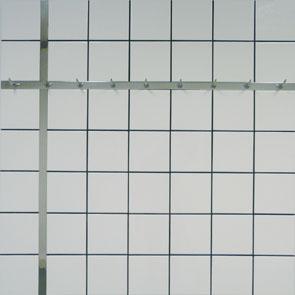 """Jean-Pierre Raynaud, """"Carrelage + Crochet"""", 1990- carreaux de faïence sur aluminium, crochets de boucherie en métal chromé - Collection Géotec, achat 2006"""