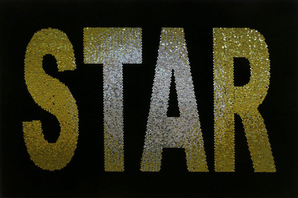 """Kader Attia, """"Star"""", 2004 - bois, épingles dorées et argentées sur velours, ventilateur - Collection Géotec, achat 2006"""